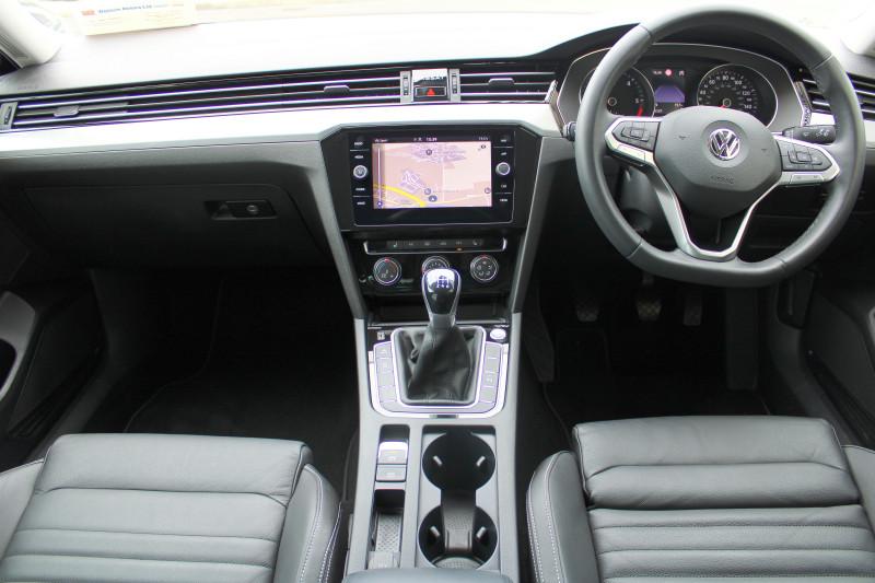 "Volkswagen Passat ELEGANCE, 150HP, LED LIGHTS, HEATED LEATHER, 17"" ALLOYS, SAT NAV, APP-CONNECT."