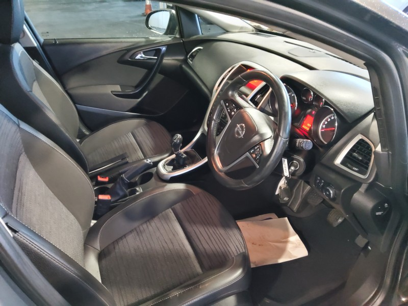 Opel Astra EXCITE 1.4I 100PS 5DR