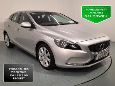 Volvo V40 D2 INSCRIPTION AUTO *Full Service History, Heated seats, Parking Camera, Black Leather Upholstery*
